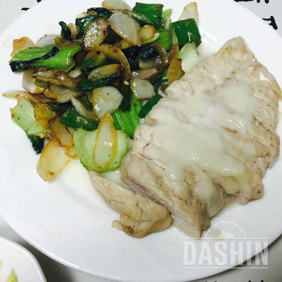고르곤졸라 닭가슴살 + 청경채양파볶음(굴소스)