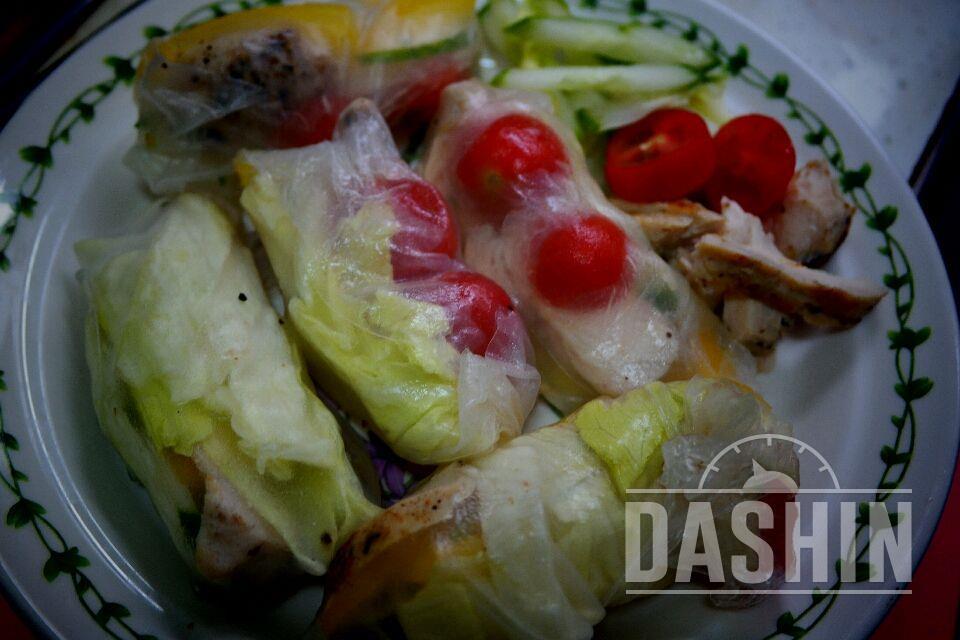라이스페이퍼가품은 닭가슴살 샐러드