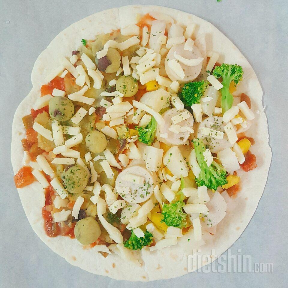 고구마&닭가슴살 또띠아 피자 (약 380kcal)