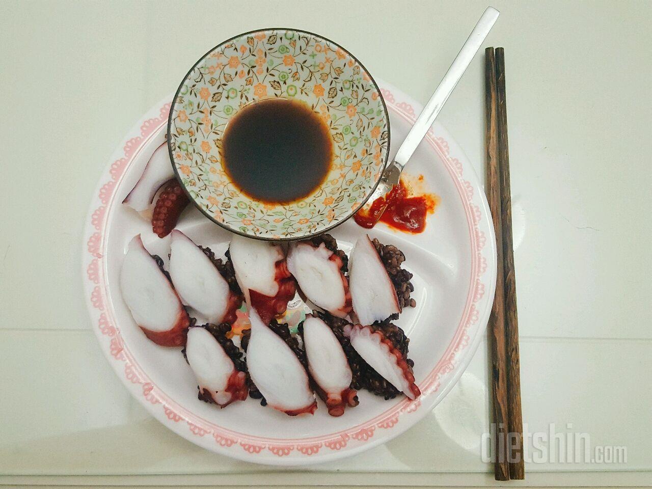 새콤달콤 문어초밥 !
