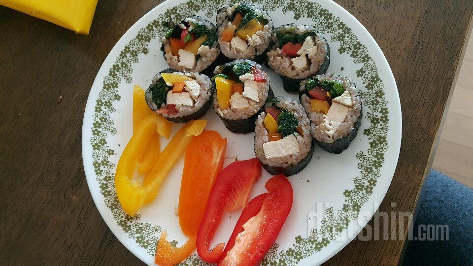 현미콩밥 닭가슴살 김밥
