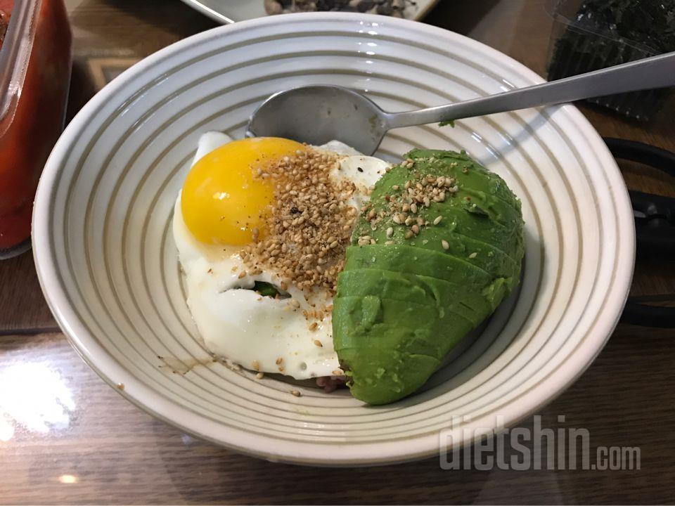 아보카도달걀비빔밥