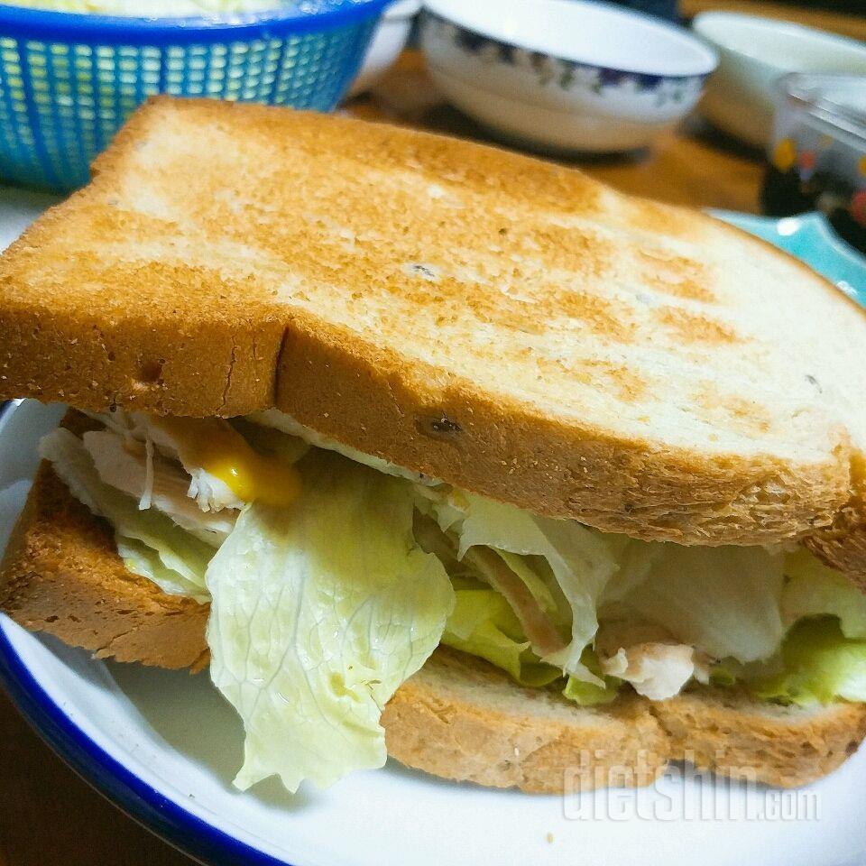[공모전] 호밀빵닭가슴살 야채듬뿍 샌드위치