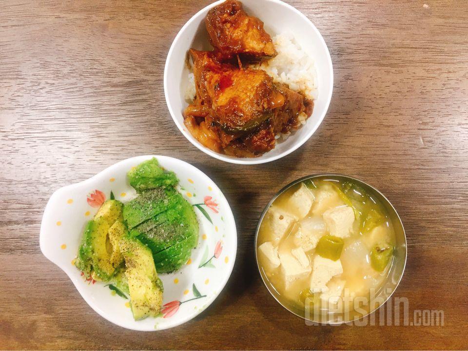 점심겸저녁 아보카도, 찜갈비, 곤약밥, 된장국