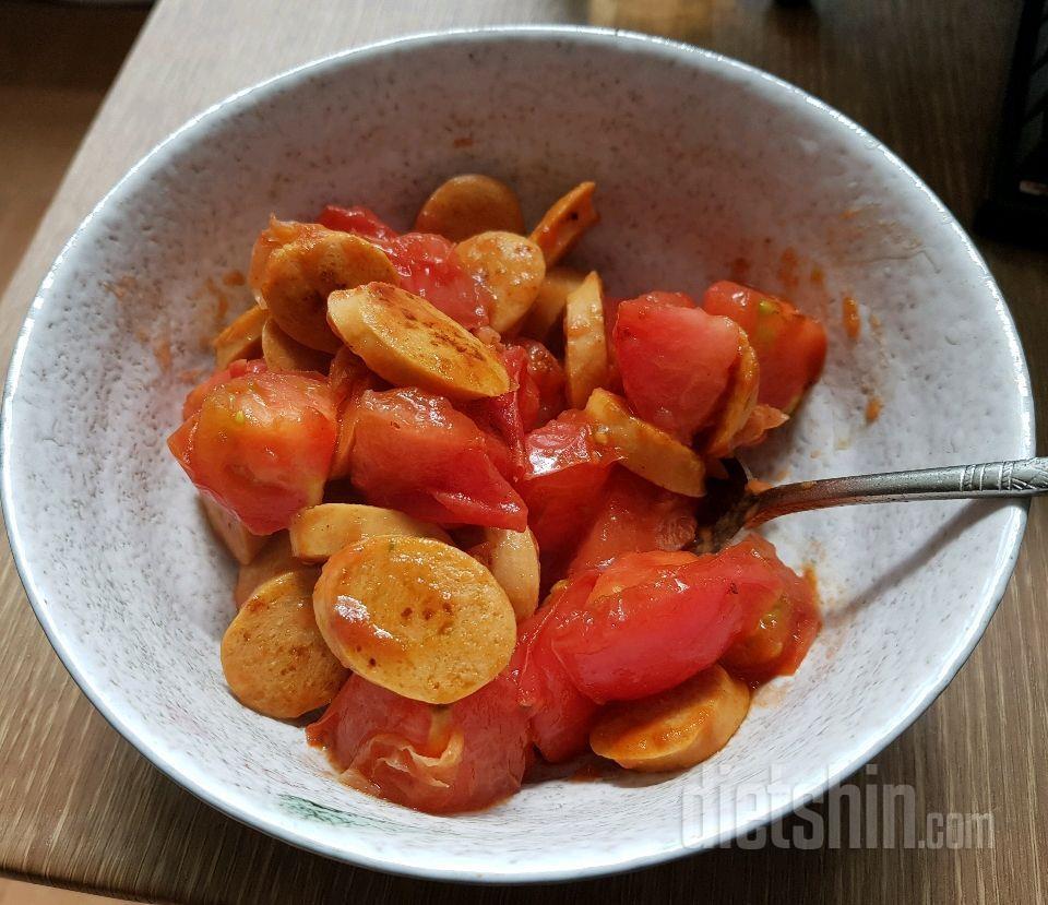 토마토 닭가슴살소세지볶음