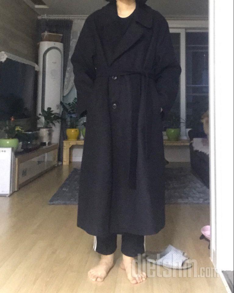 오랜 만에 코트를 꺼내 입었는데