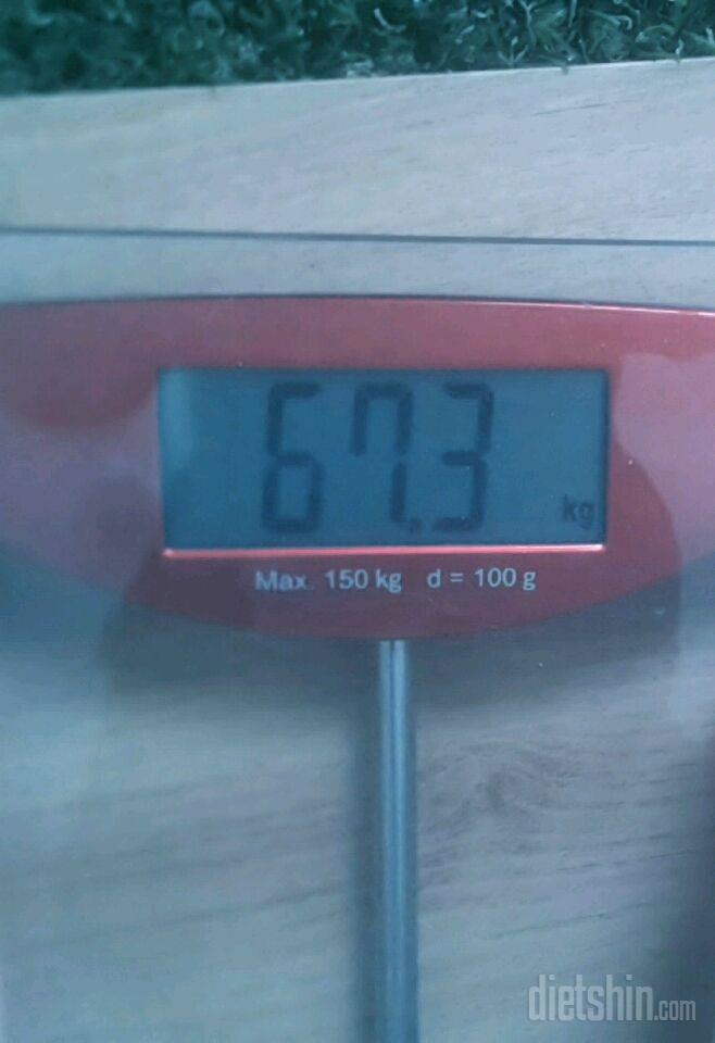 몸무게 라는게 참 신기해요 분명 다이어트 시작일에 68.7kg이였는데 오늘 일어나자마자 재보니 66.7kg.. 그런데 오전에 물 한잔 먹고나니 67.3kg..?? 체중계가 잘못된 걸까요..ㅠㅠ