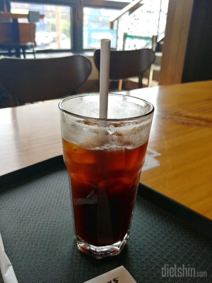 커피는 무조건 아메리카노만 마십니다