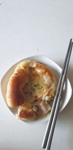 점심 강릉중화짬뽕집에서 어제사온빵