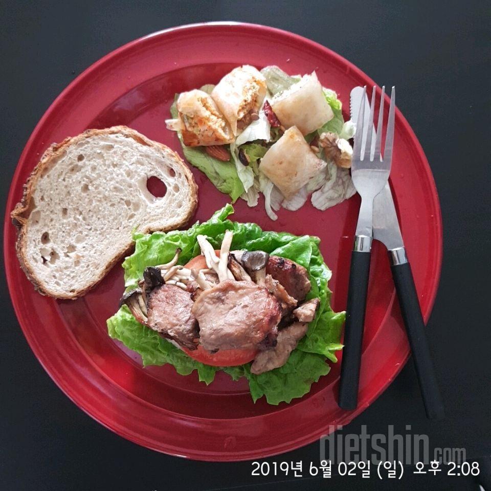 돼지갈비 샌드위치, 라이스페이퍼 만두, 그릭요거트