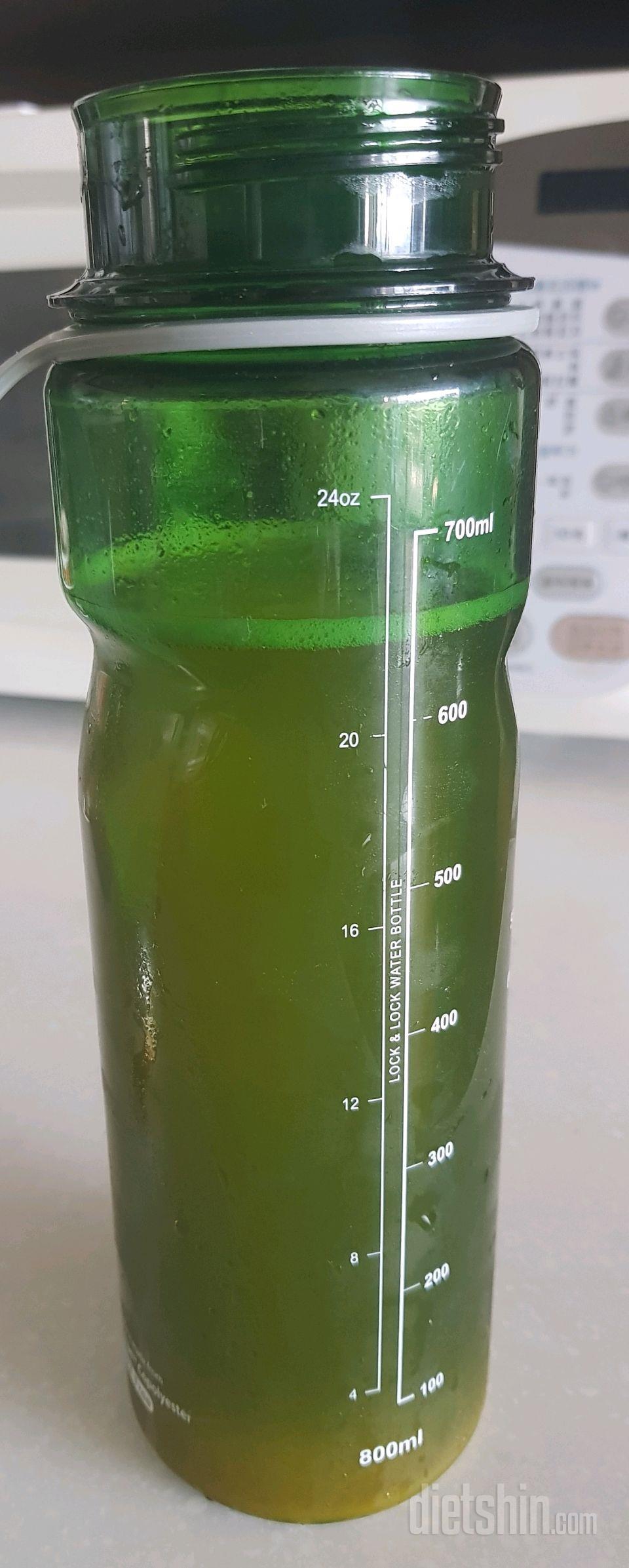 하루물 마시기 몇일동안 600ml 마시다 2l물 마시기 도전합니다.
