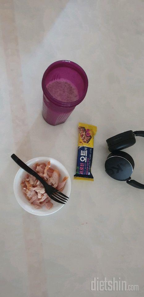 바나나블루베리믹스밀크,닭가슴살,프로틴바 저녁식단