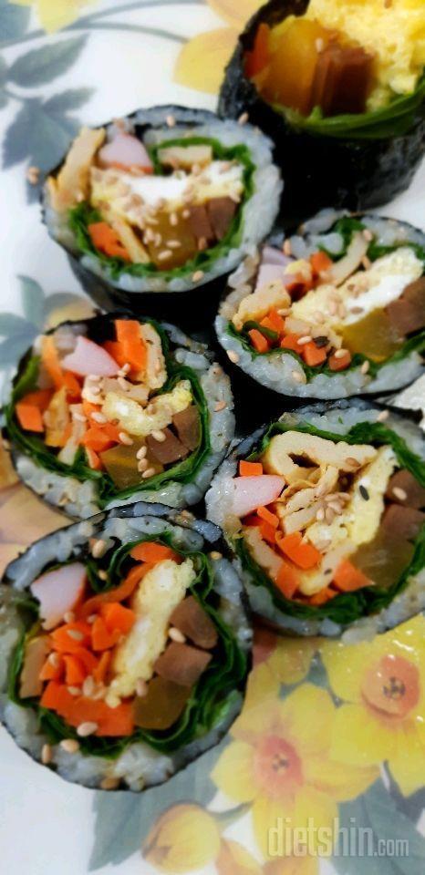 아침부터 김밥 ㅋ