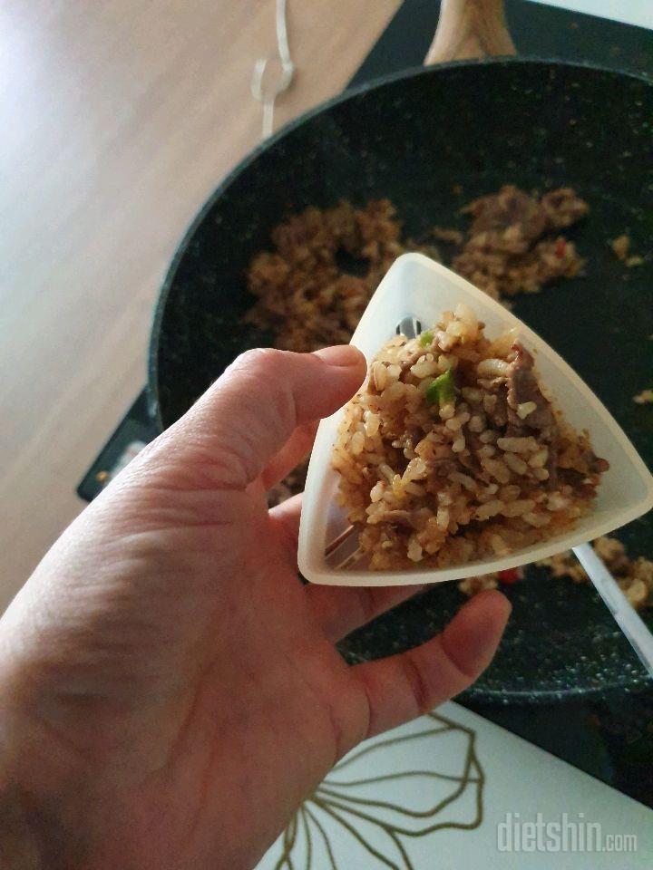 오늘은현미밥 체험3번째맛 [우둔살1]