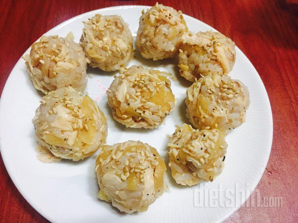 닭가슴살무생채주먹밥