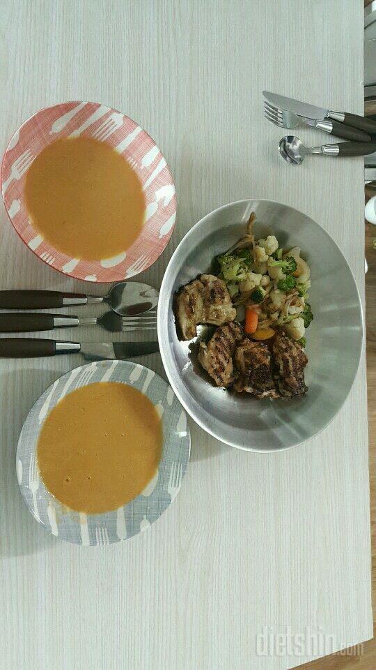 닭다리스테이크와 렌틸콩스프