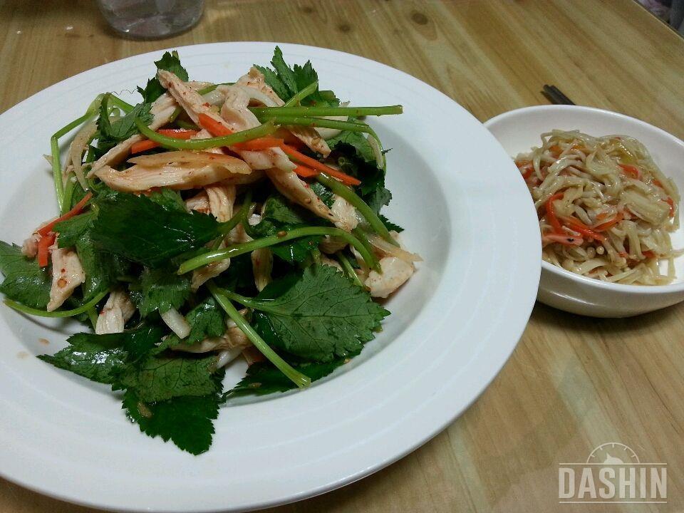 참나물 무침과 닭가슴살의 조화^^