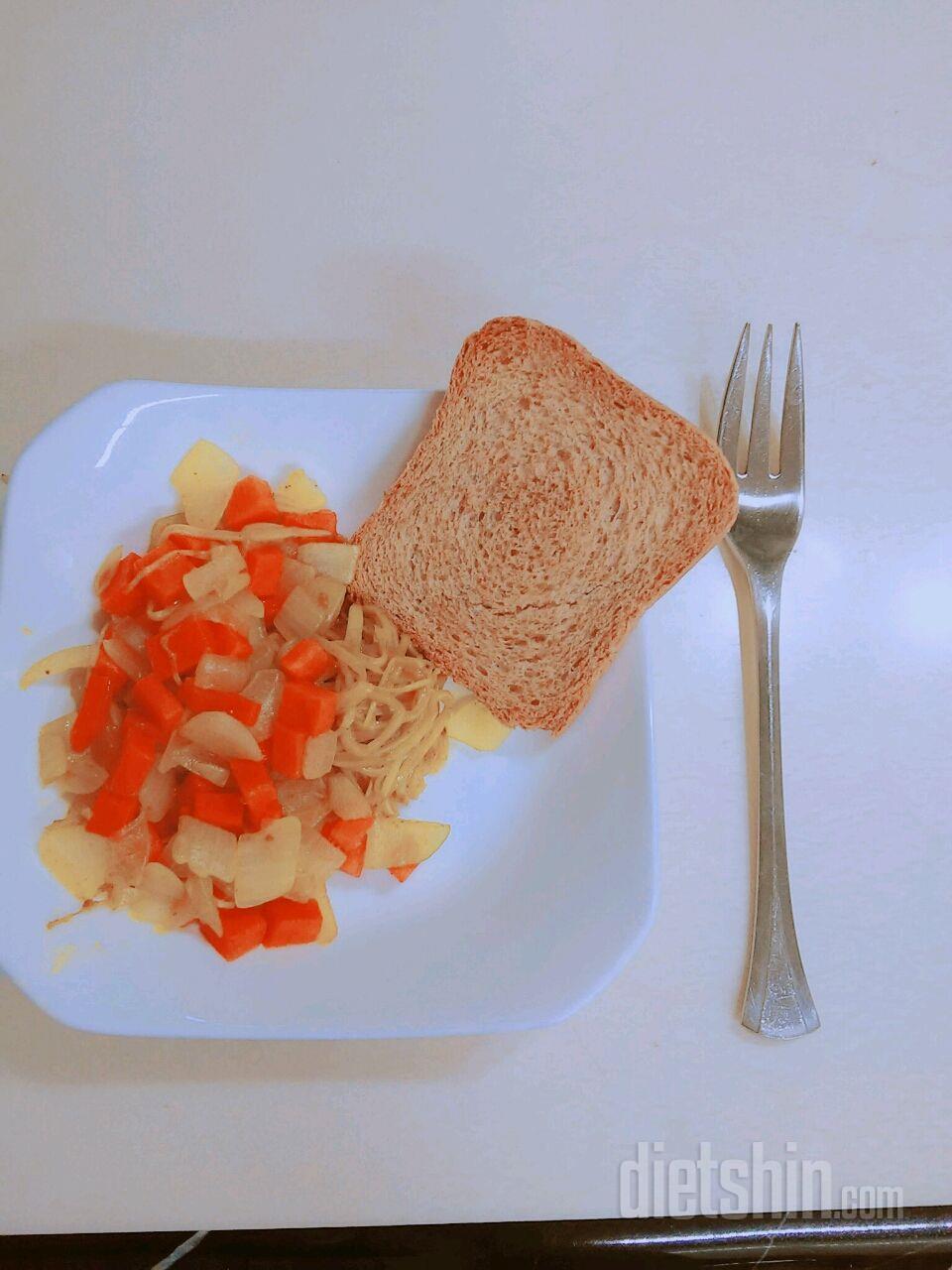 칼로리 101밖에 안되는 카레야채볶음에 토스트♥(고로케맛♥)