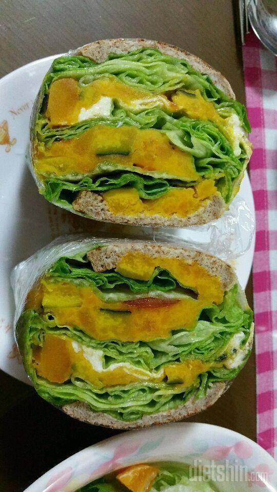새싹통밀식빵으로 샌드위치