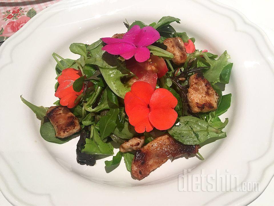 봄향기 가득한 꽃닭 샐러드로 맛있는 한끼!