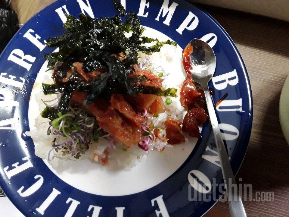 새싹비빔밥 및 미역국(300칼로리)