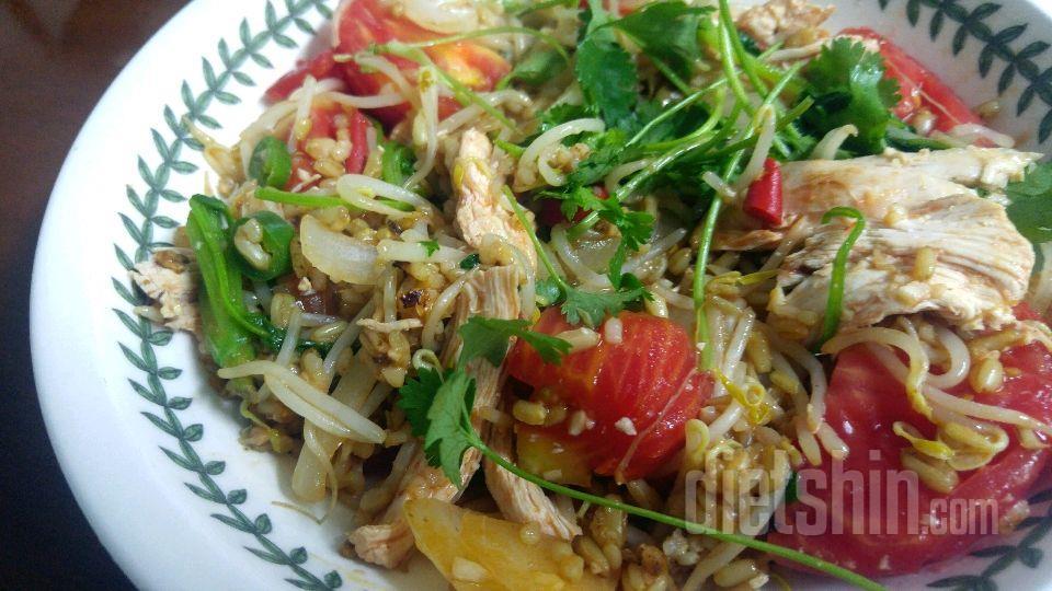 고수넣은 닭가슴살현미귀리밥 볶음