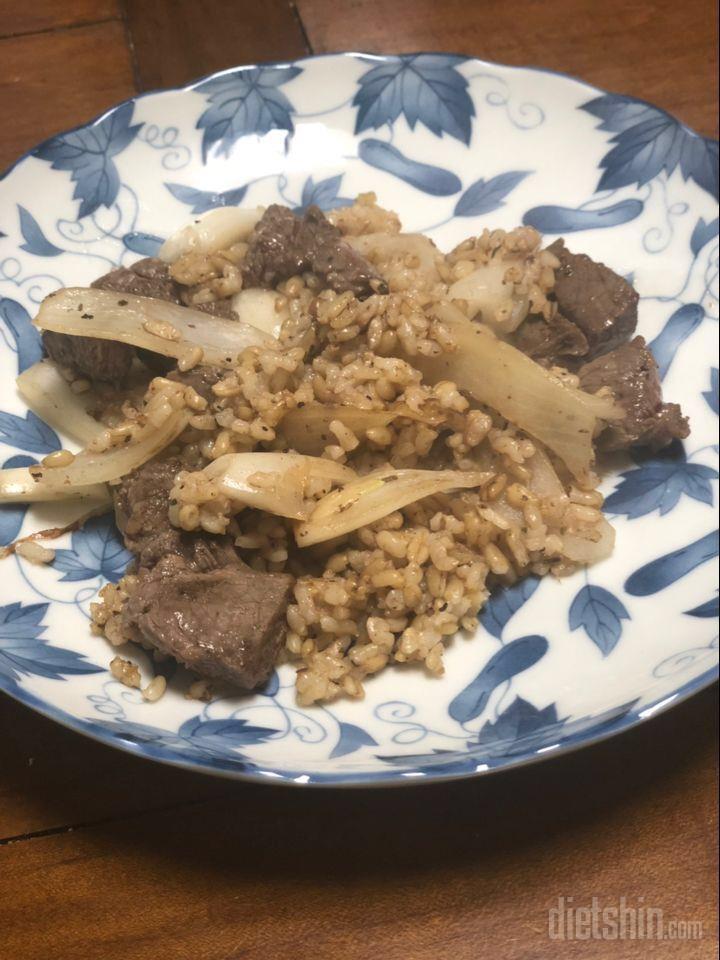 스테이크 덮밥 + 밥이곤약 귀리밥