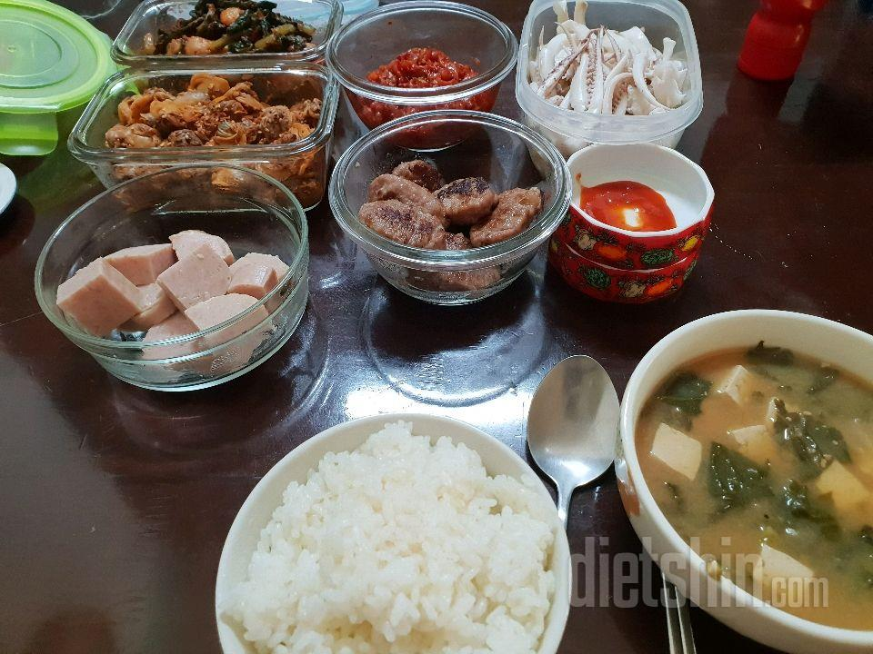 집밥으로 점심식사