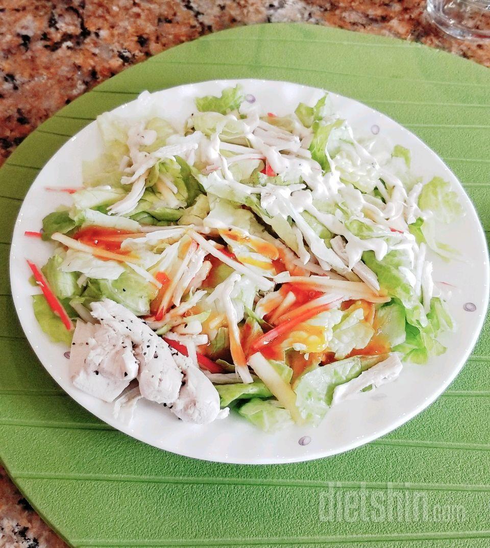 저녁으로 먹은 200칼로리 닭가슴살 샐러드!