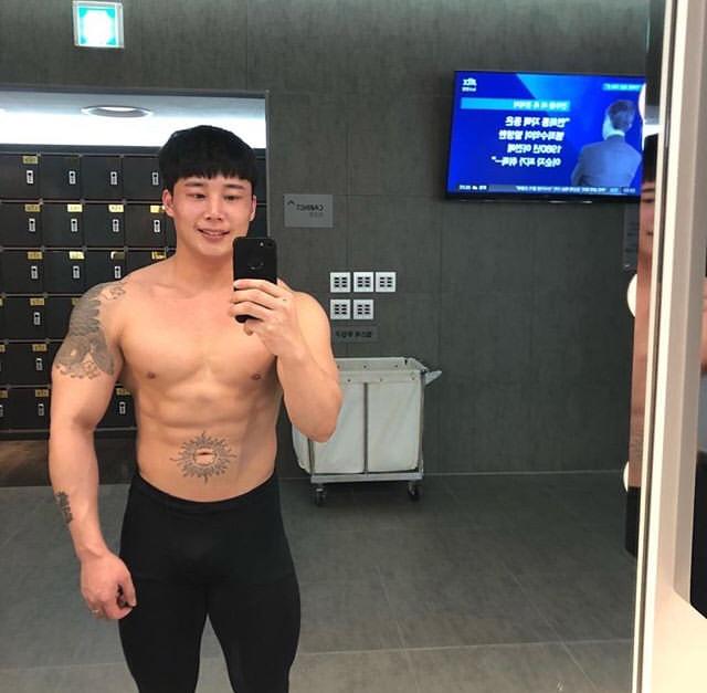 남자 운동 자극사진