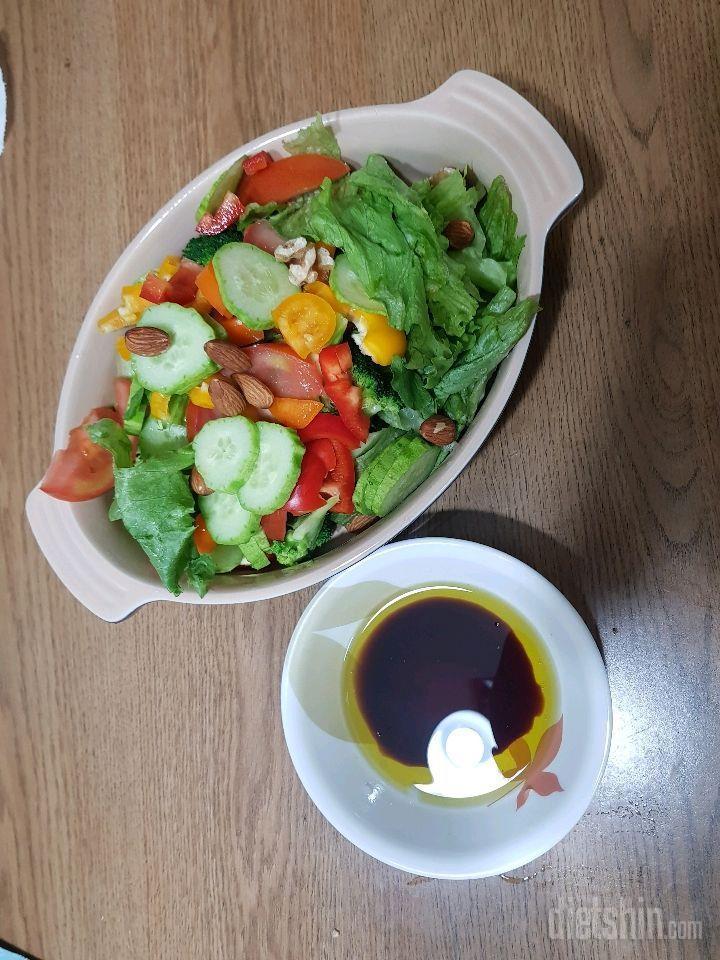 어제저녁에 먹은  샐러드 입니다.