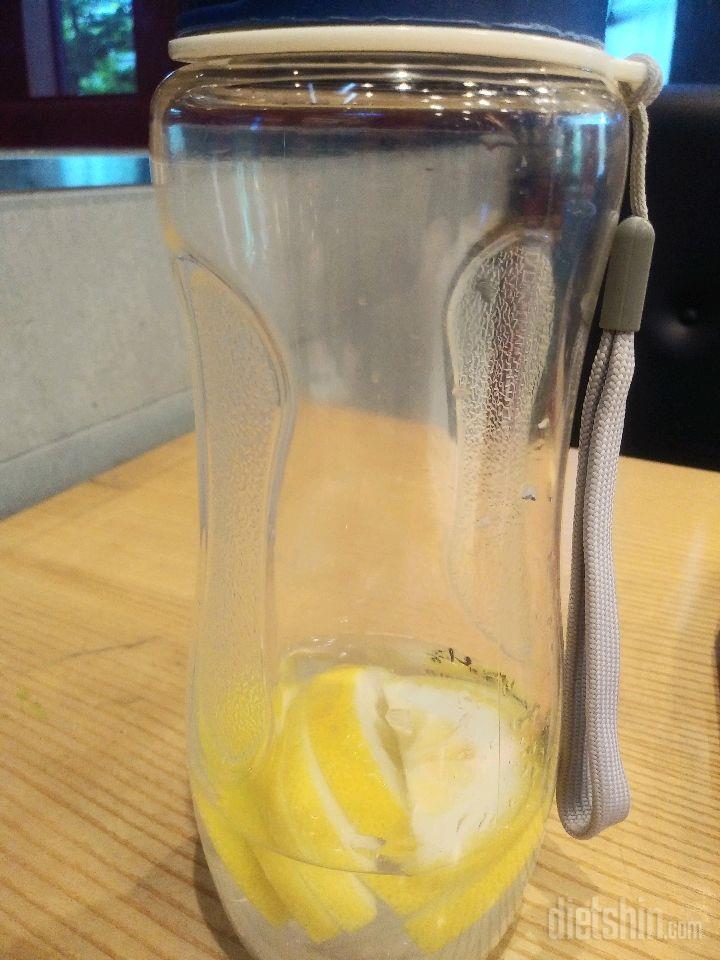 다같이 레몬물 마셔요~~~~