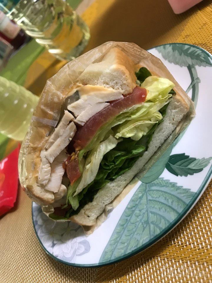 알바하는 카페에서 받은 샌드위치