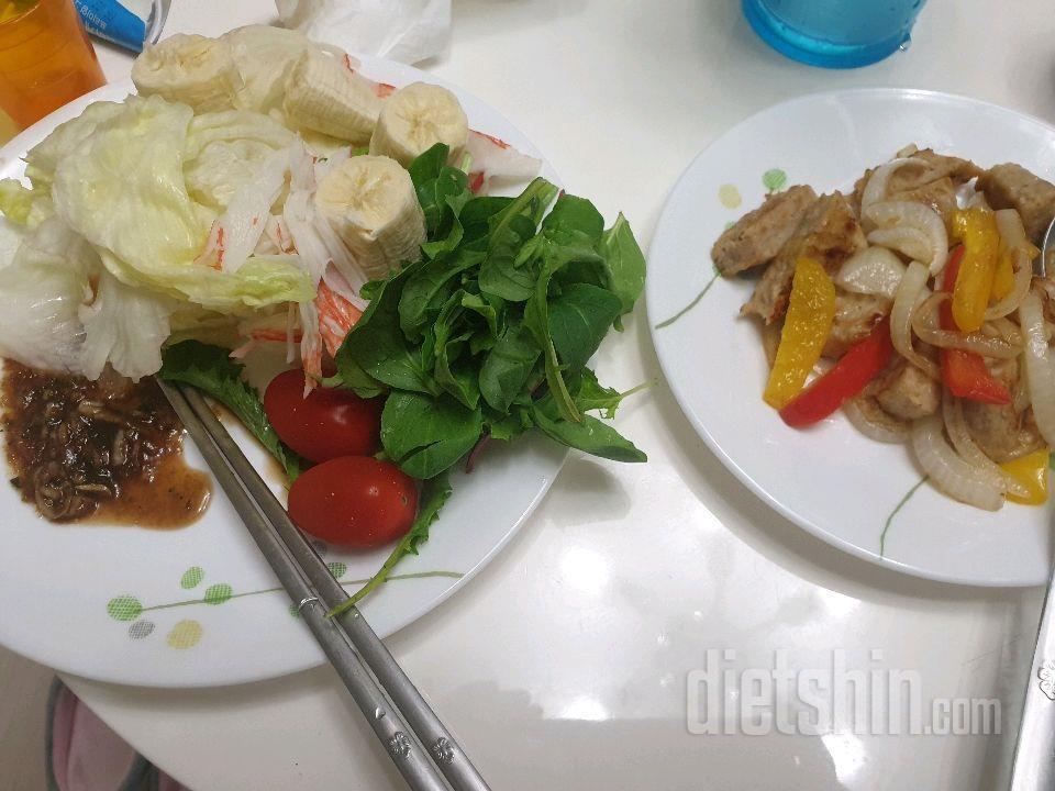 닭가슴살 샐러드로 점심  한끼