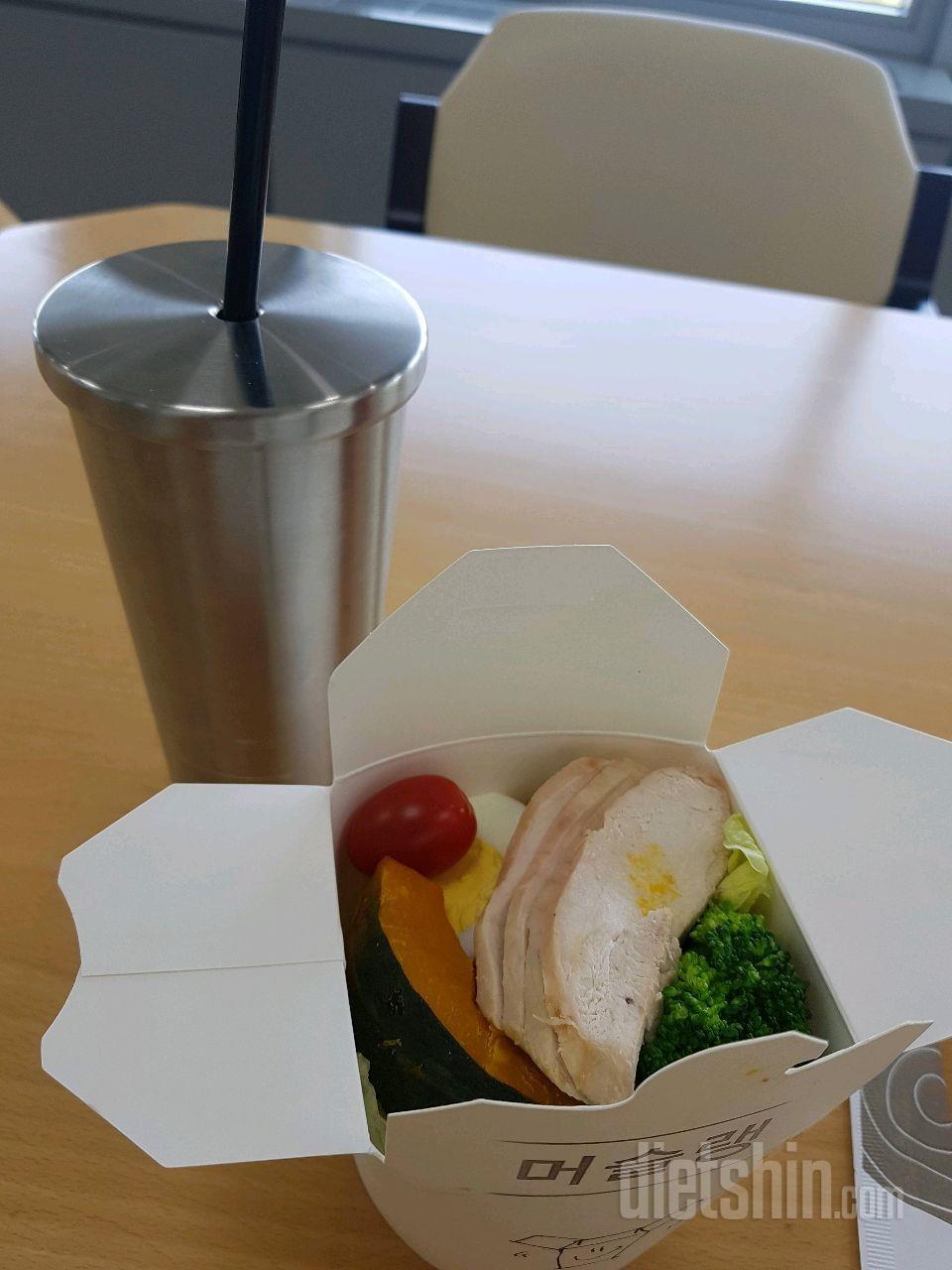 회사 잠심 테이크아웃 식단- 머슬랭 샐러드에요. ㅎㅎ
