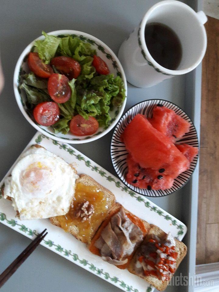 푸짐한 아침~ 샐러드와 오픈토스트 샌드위치