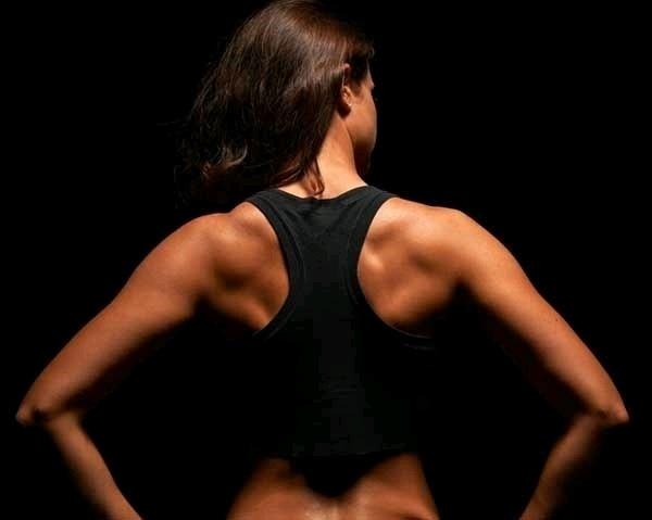 어깨 근육 멋진 사진