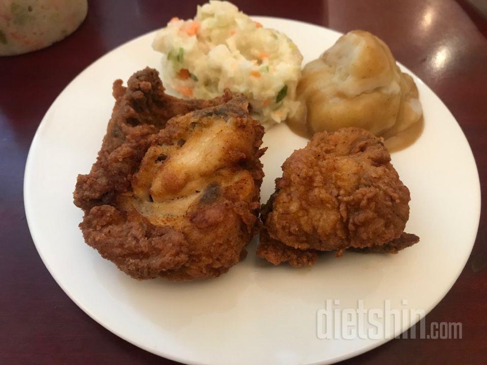 KFC 치킨 한 조각에 코울슬로 vs 비빔밥