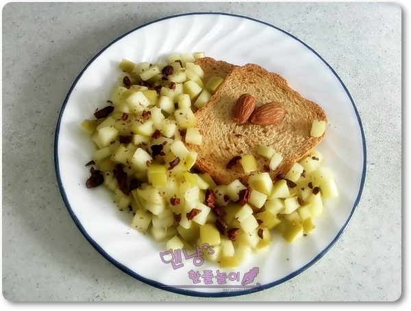 [더 라이트 따라잡기] 사과콤포트를 곁들인 팬케이크 대신 미주라 토스트!