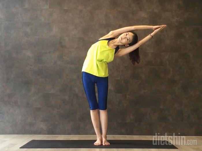 날씬한 허리라인을 만들어주는 요가 동작