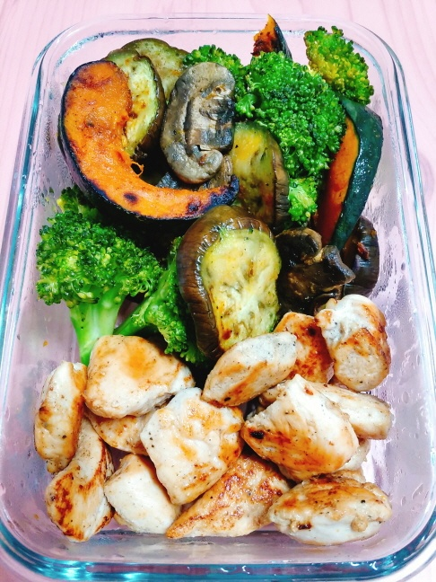 [더라이트]그리스식, 닭고기 수블라키와 구운 채소