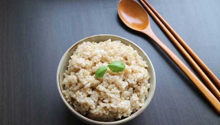 다이어트할 때, 현미와 함께 먹으면 더 좋은 식재료는?